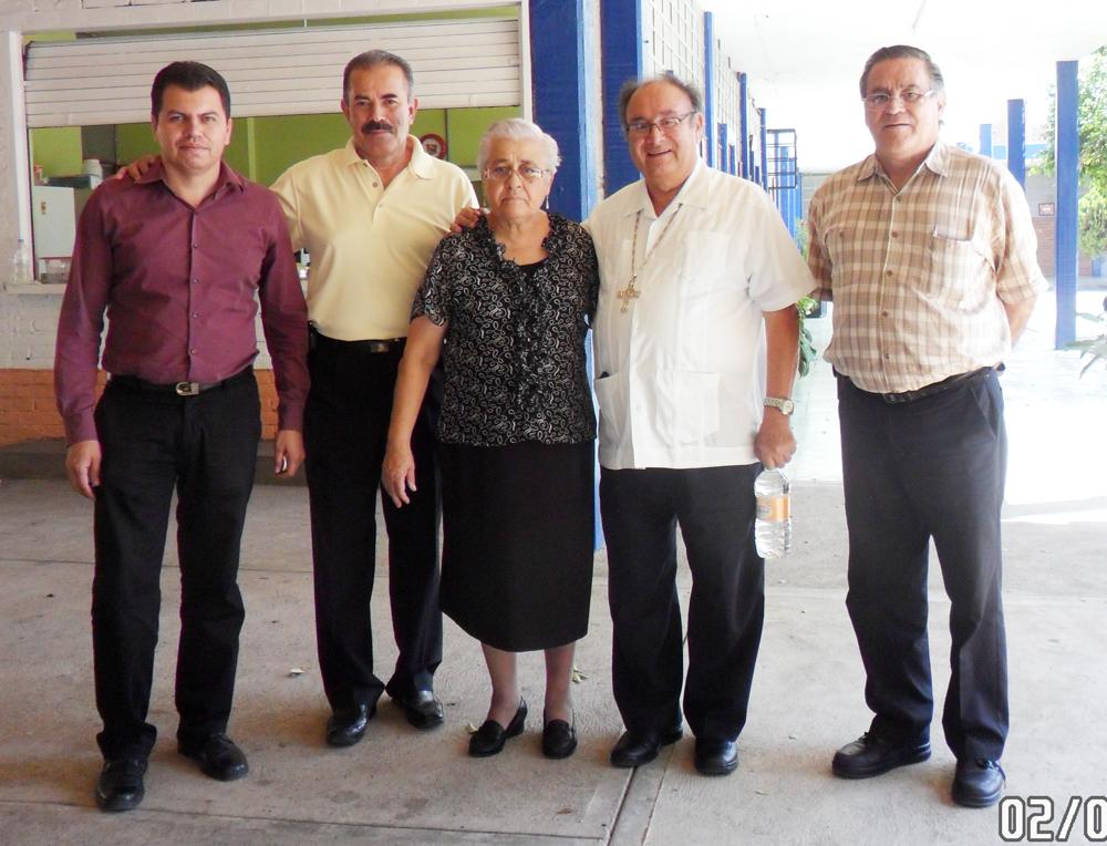 Obispo, Padre Carlos, Ma. Refugio Carbajal y Directores.