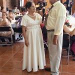 Como hace 50 años cantándole a la novia.