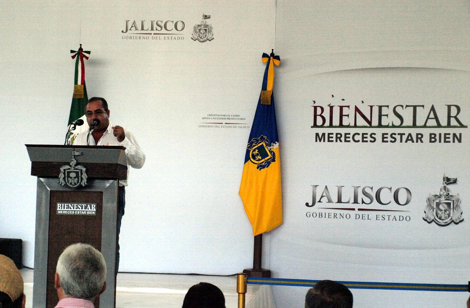 El C. Enrique Guerrero Santana, planteando las necesidades de El Grullo y la región.