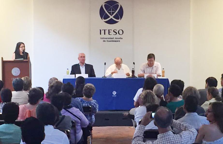 Arquitecto Guillermo García Oropeza y el periodista Juan Carlos Núñez,en la amena presentación