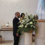 Bendecidos los nuevos esposos  reflexionan en oración